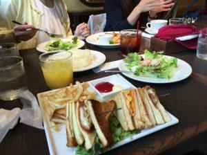 スペイン料理ランチカフェ会、ワイワイ会食するのは楽しいですね。